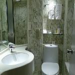 在香港算是大了'卫生间