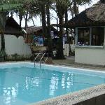酒店的泳池,服务生在每天都会清理