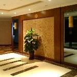 重新装修了的副楼电梯间。