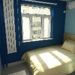 宽敞明亮的大床房