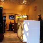 hotel lobby+breakfast dinning hall