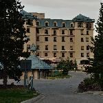 The Lake Louise hotel   ----from pakking photo