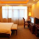 Hollyear Hotel Yizhang