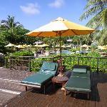 酒店泳池边