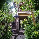 通往二楼Villa的石板楼梯