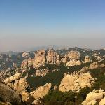 崂山绝顶,一千米挂零,但因从水准原点起算,还是有一定高度的。