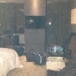 这个墙的作用是镇妖还是挂电视,我宁愿相信镇妖