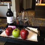 欢迎水果和红酒