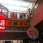 Foto de Super 8 Chengdu Chuanda West Gate