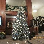 酒店大堂的圣诞树