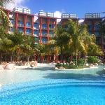 酒店区共用泳池,体会不错。