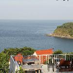 从酒店真正的海景房看海的样子