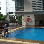 酒店一层的游泳池