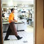餐厅后厨干净整齐