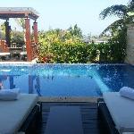 三亚海棠湾康莱德酒店别墅泳池