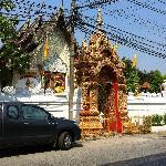 酒店对面寺庙
