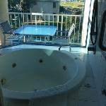 房间里的大浴缸