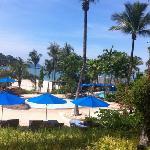 酒店的游泳池和海滩