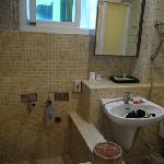 浴室和温泉泡池
