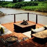 房间附带的河畔休息区