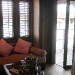 水上屋-客厅通往露台的门