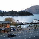 从酒店阳台上看湖景1