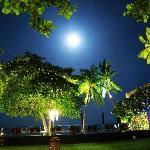 摄于午夜, 月光,白沙滩