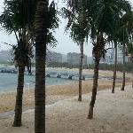云集巨多豪华酒店的海滩