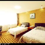 Photo de Super 8 Hotel Weifang Sheng Li Lu Hong Ye