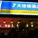Photo de 7 Days Inn Chongqing Jiefangbei Pedestrian Street