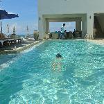 最爱这个泳池了,可惜最后几天好脏。。。