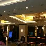 酒店大堂喝茶。