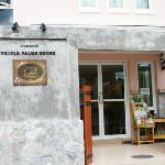 Photo de Triple Palms House