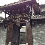 Starbucks (Kuan ZhaiXiangZi)의 사진