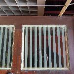 楼梯道往下看可以看到底
