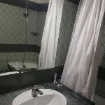 酒店客房卫生间1