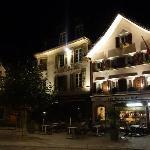酒店所在小镇中心夜景