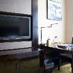 房间里的电视、写字台