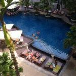 很赞的泳池,这个酒店亚洲人不多