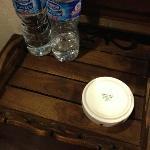 酒店房间内提供的烟灰缸