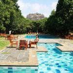 最漂亮的当属这个游泳池了,真的很美,俯瞰狮子岩的黄金位置
