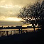 夕阳中的查尔斯河岸