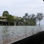 酒店里的超大水池