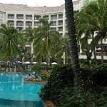 假日度假酒店泳池