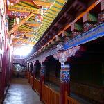 尼赤寺的色彩是很艳丽的