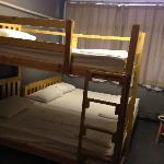 干净舒适的大床,也可以4人住,虽然我只住了2个人