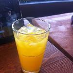 橙子气泡水