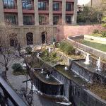 露台前的喷泉