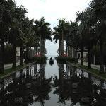 中庭眺望无边际泳池和南中国海