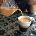 老板用滇红给泡的奶茶